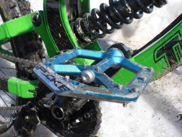Spank Spike Flat Pedal Blue