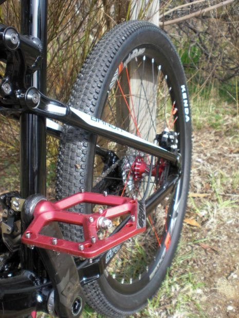 Spank Spike Flat Pedal Red