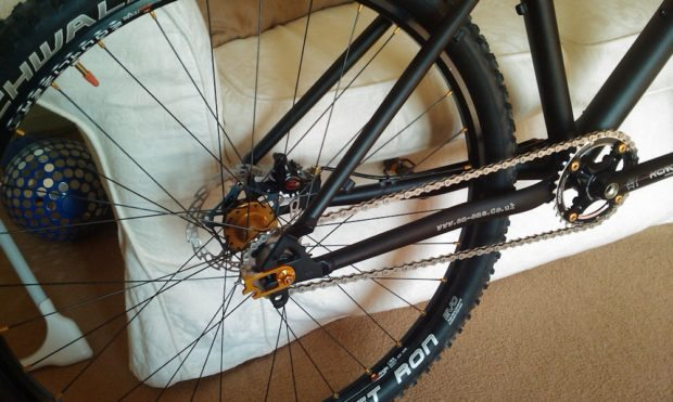Single Speed MTB Conversion with Horizontal Dropouts and Chain Tug