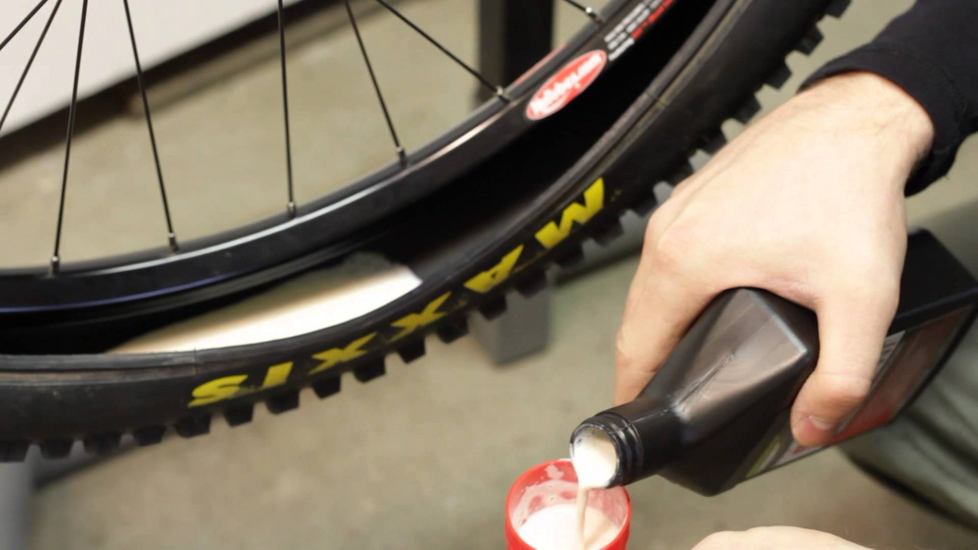 How to change a tubeless mtb tire